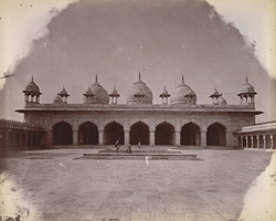 General view of the Moti Masjid, Agra.